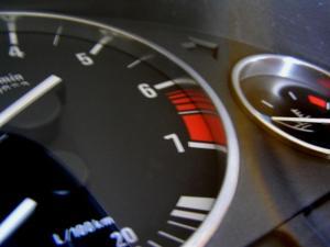 Chromované rámečky budíků BMW E38.