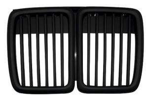 BMW E30 - přední černá maska.