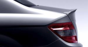 Mercedes W204 - spoiler víka kufru.