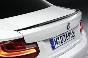 BMW F22 - spoiler víka kufru.