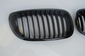 BMW E46 (facelift) Maska - Černá. Coupe/Cabrio.