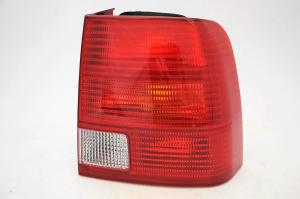 VW Passat B5 sedan zadní světlo - Pravé.